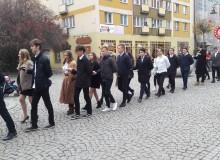 2018.11.09 Maturzyści tańczą poloneza