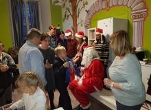 20 XII 2018 Mikołajki dla dzieci ze Świetlicy Socjoterapeutycznej przy Parafii św. Jana w Legnicy.