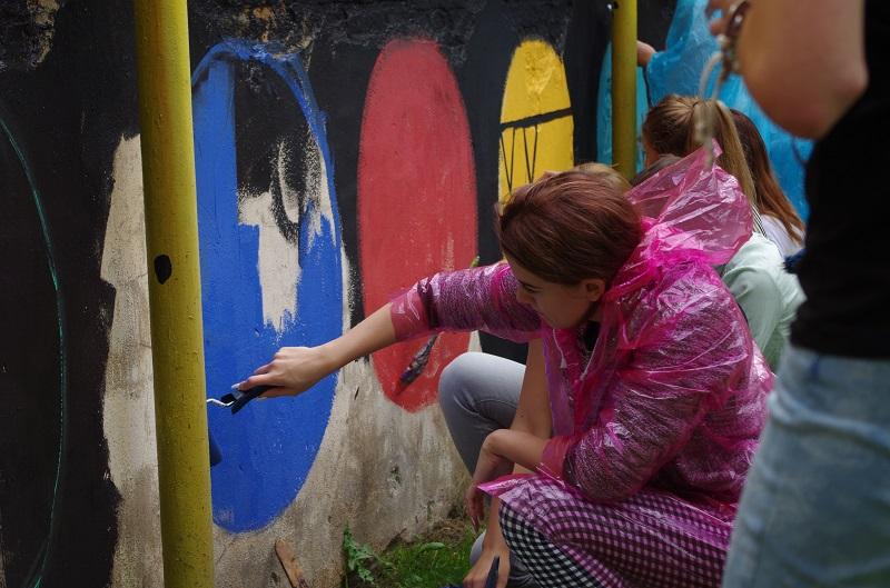 Street-art-festiwal-Uczestnicy-z-2LO-przy-pracy-