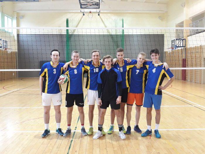 drużyna piłki siatkowej chłopców